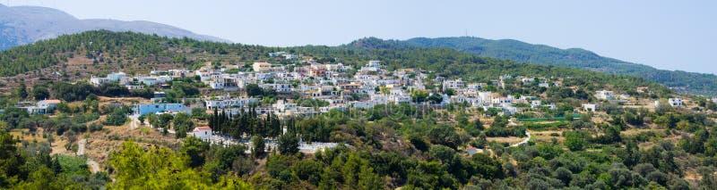 Kritinia by i kullarna, Rhodes, Grekland arkivbild