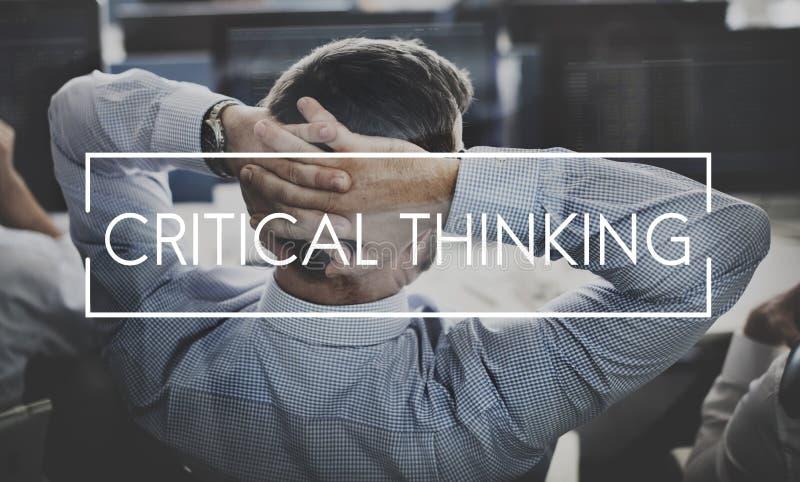 Kritisches denkendes Wissens-Strategie-Innovations-Konzept lizenzfreie stockfotografie