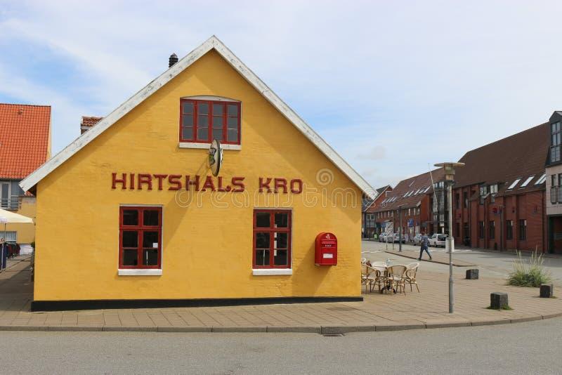Kro traditionnel dans Hirtshals, Danemark photo stock