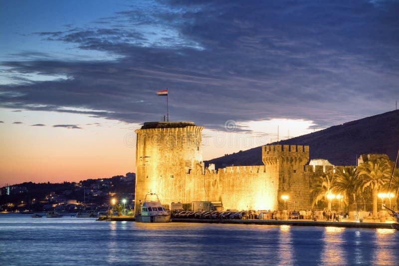 Kroatië, 's nachts Trogir stock foto