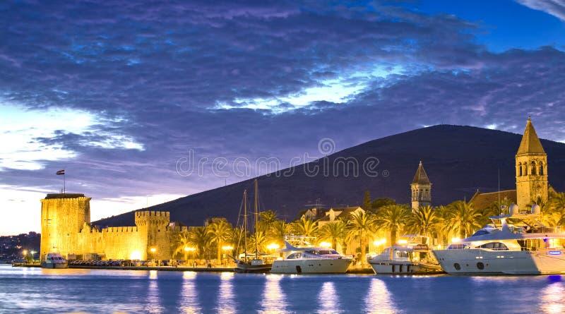 Kroatië, 's nachts Trogir royalty-vrije stock afbeelding