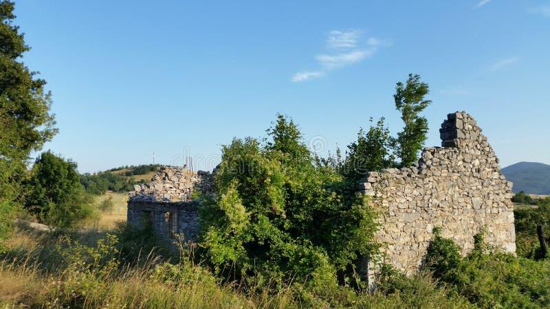 Kroatië udbina-Verlaten huis royalty-vrije stock foto's