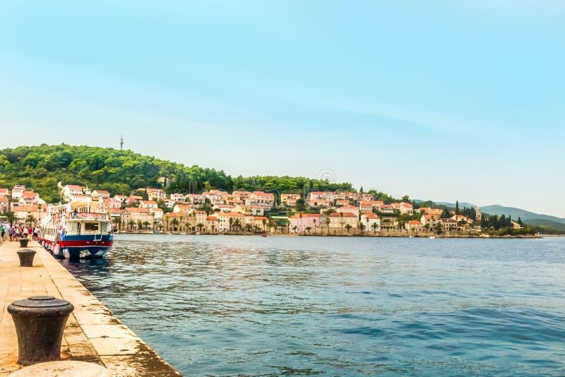 Kroatien - ö Korcula Den historiska staden av Korcula och porten royaltyfri bild
