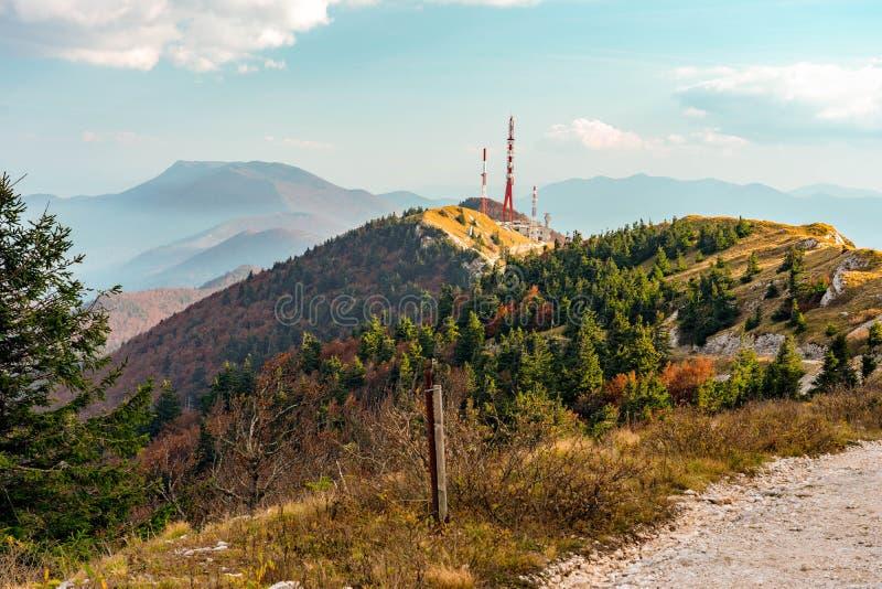 Kroatien-Gebirgsseiten-Fallfarben stockfotografie