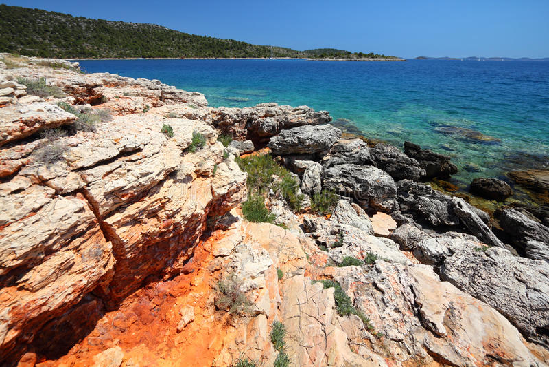 Kroatien-- Murter Inselküste stockbilder