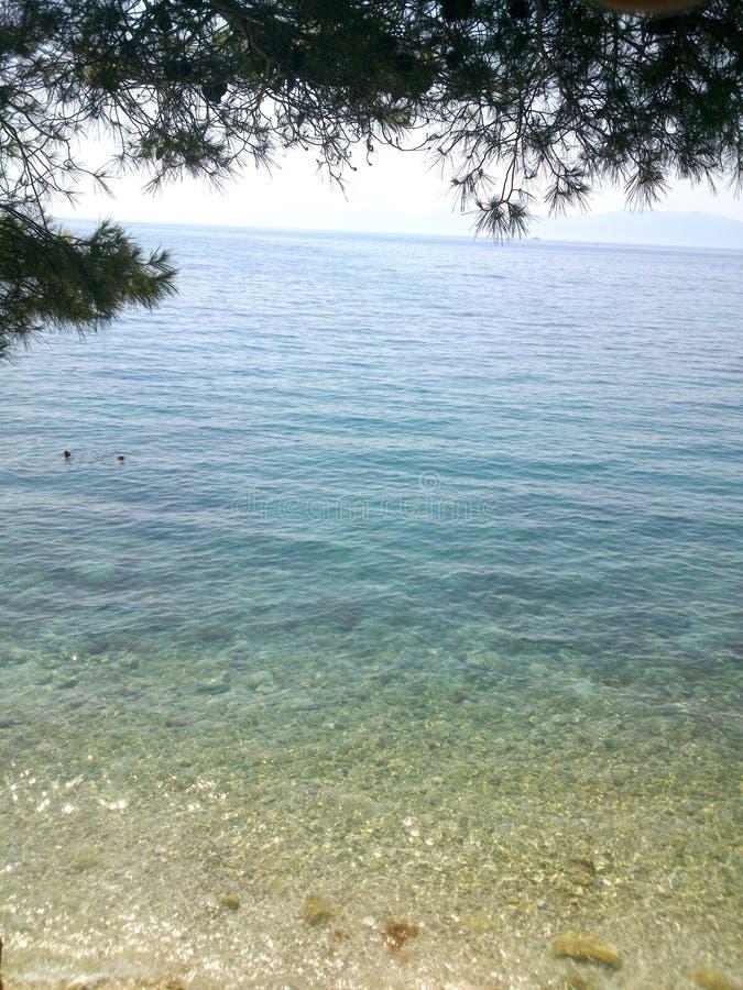Kroatien-` s schöne Küstenlinie von der Klippe stockfoto