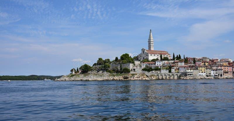 Kroatien staden av Rovinj Den gamla delen av staden arkivbild