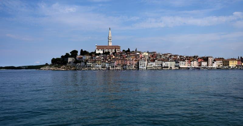 Kroatien staden av Rovinj Den gamla delen av staden royaltyfri bild