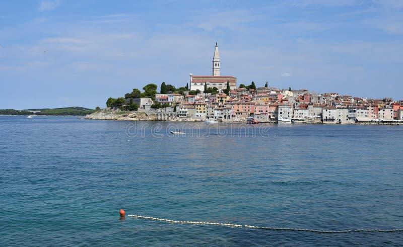 Kroatien staden av Rovinj Den gamla delen av staden arkivbilder