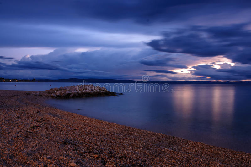 Kroatien-Strand nachts lizenzfreies stockfoto