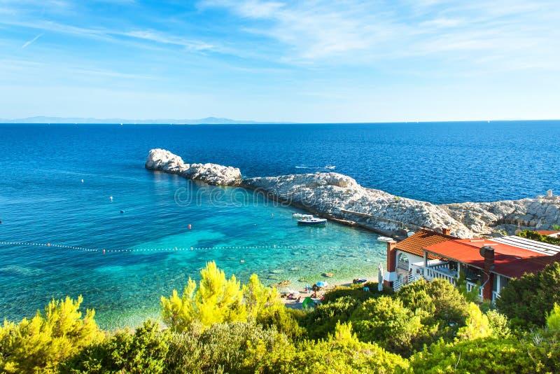 KROATIEN, VELO ZARACE, am 11. September 2018: Bucht Velo Zarace auf der kroatischen Insel von Hvar Ein Platz für einen ruhigen Fe lizenzfreie stockbilder