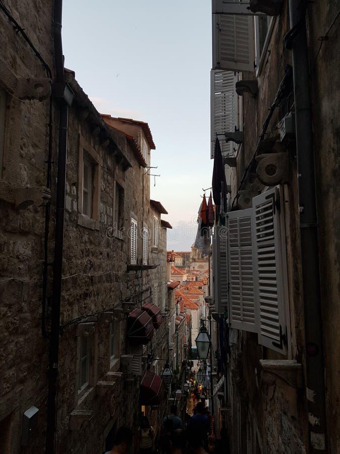 Kroatiensolnedgång i gammal stad i dubrovnik arkivbilder