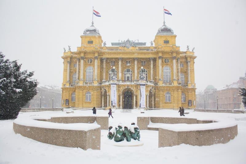 Kroatisch Nationaal Theater sneeuw royalty-vrije stock fotografie