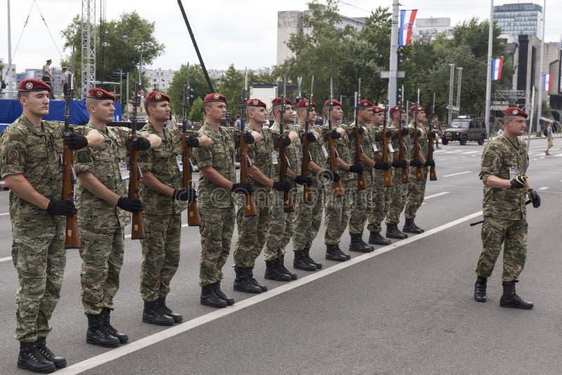 Kroatische Armeeparade lizenzfreie stockfotos