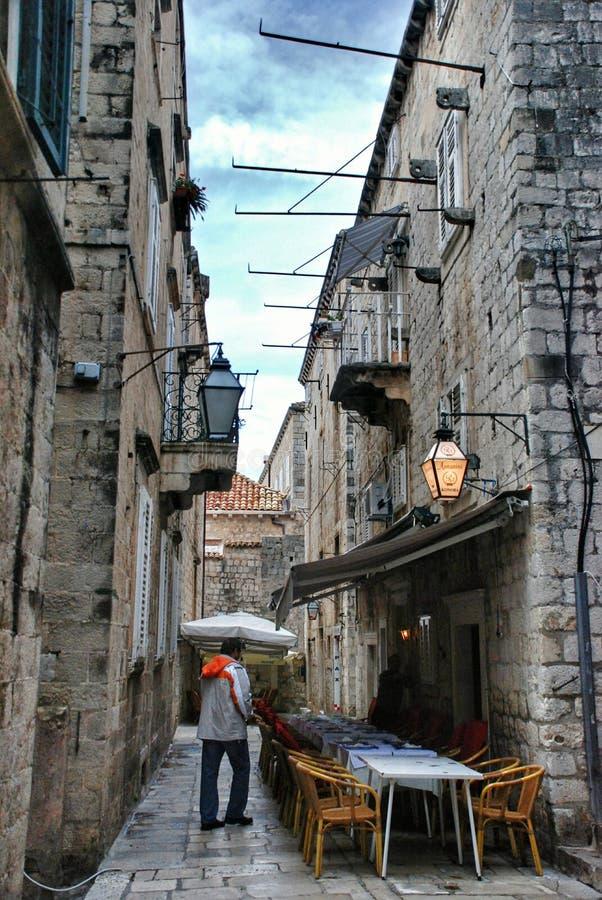 Kroatische comfortabele koffie op een smalle straat in Dubrovnik royalty-vrije stock foto's