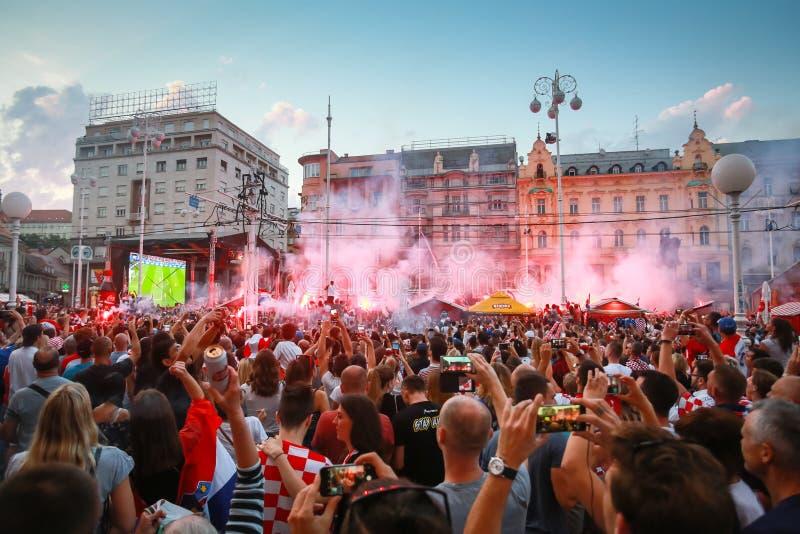 Kroatische Fußballfane stockbilder