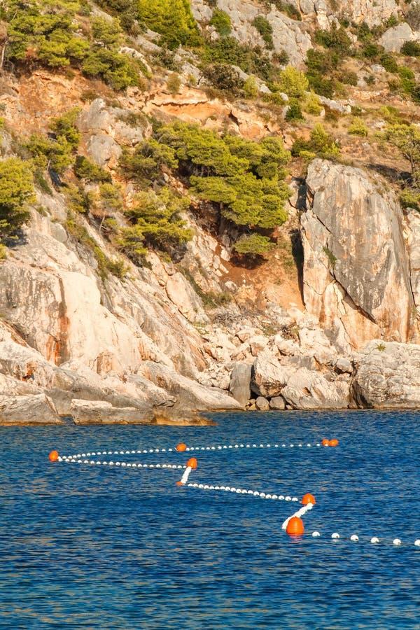Kroatische kust Kust van Hvar-eiland Groeten van het overzees Overzees en rotsen in Kroatië Landschap van het Adriatische Overzee royalty-vrije stock foto's