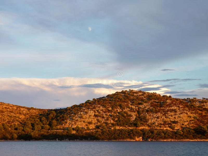 Kroatische Landschaft in der Abendleuchte stockfotos