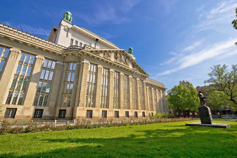 Kroatische nationale rijksarchieven die Zagreb inbouwen stock afbeelding