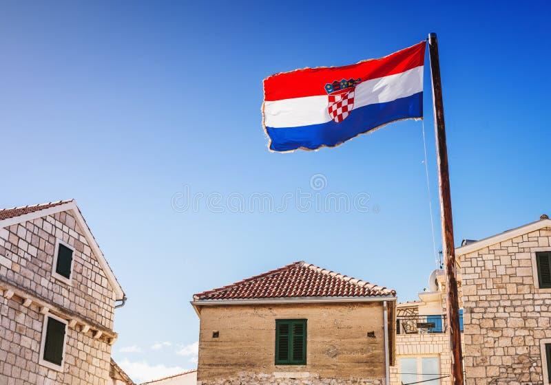 Kroatische stad en vlag van Kroatië Het concept van het reistoerisme stock fotografie