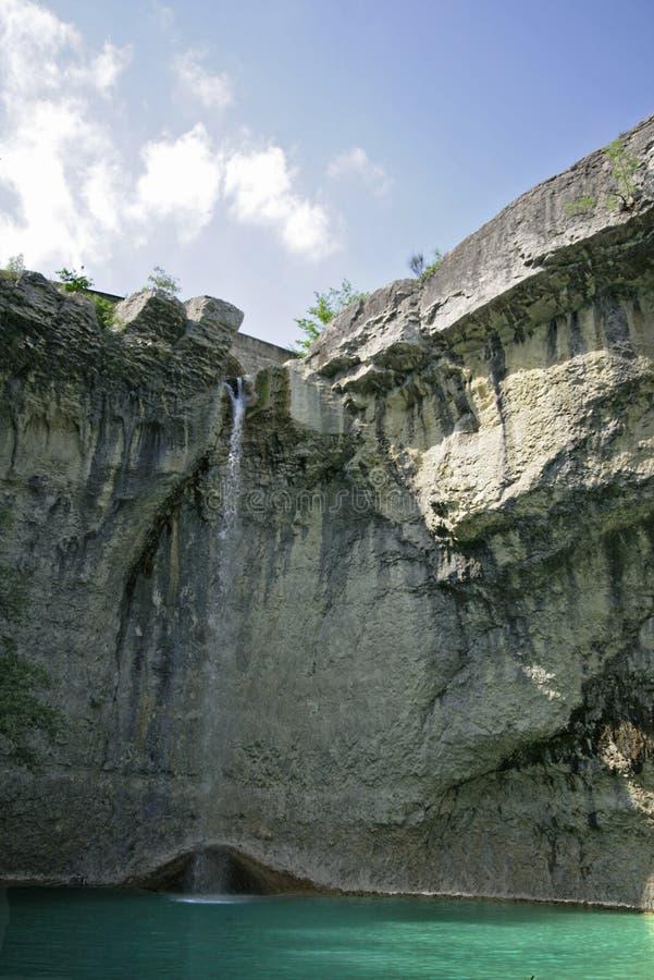 Kroatischer Felsenwasserfall stockfotografie