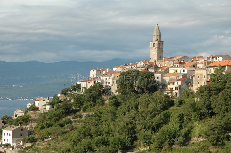 Download Kroatisk hilltown arkivfoto. Bild av kyrka, bygger, berg - 284902