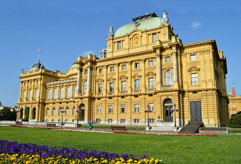 Kroatisk nationell teater i Zagreb, Kroatien royaltyfri bild