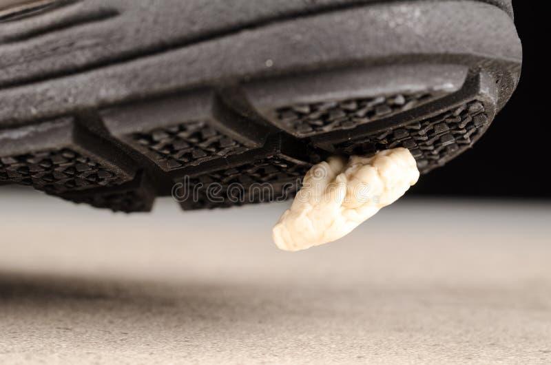 Kroczenie na guma do żucia zdjęcie stock