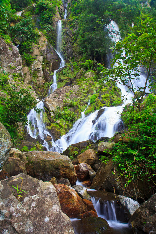 Download Krok Ja Dok Siklawa, Tajlandia Zdjęcie Stock - Obraz złożonej z wiosna, nadziemski: 41951244