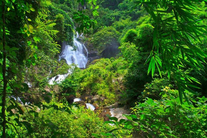 Download Krok Ja Dok Siklawa, Tajlandia Obraz Stock - Obraz złożonej z junior, zatoczka: 41951445