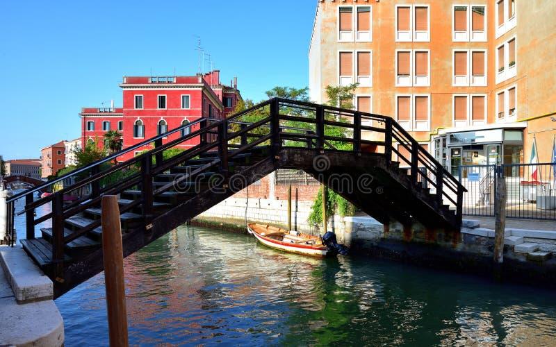 Download Kroka Most Nad Kanałem Wenecja Zdjęcie Editorial - Obraz złożonej z turyści, balkony: 106924051