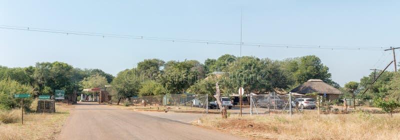 Krokodil-Brücken-Rest-Lager im Nationalpark Kruger lizenzfreie stockfotografie