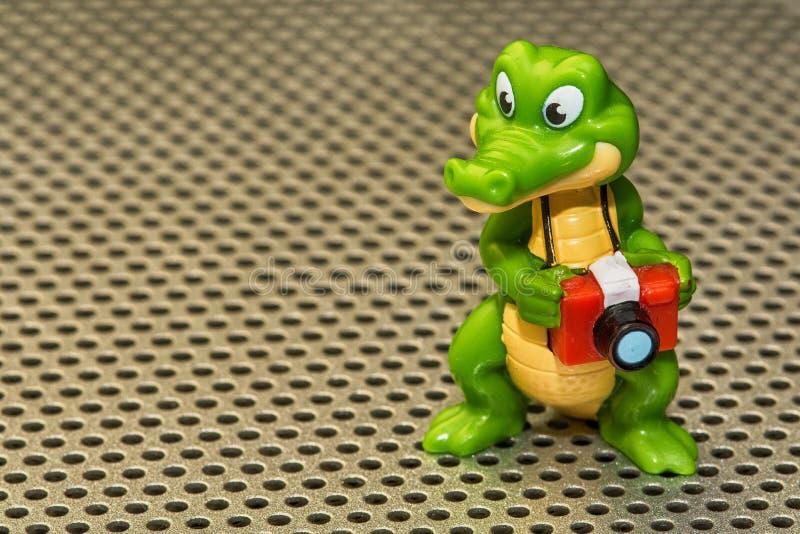 Krokodilphotograph als Spielzeugjunge stockfoto