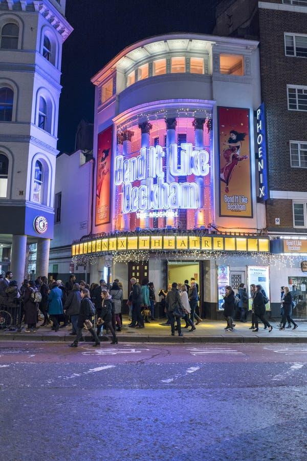 Kromming het als Beckham-musical bij het Theater van Phoenix - Londen Engeland het UK stock fotografie