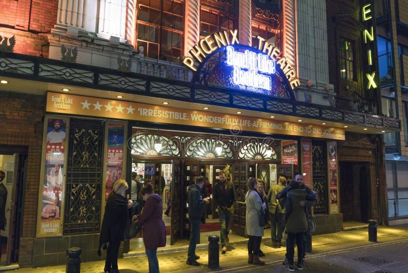 Kromming het als Beckham-musical bij het Theater van Phoenix - Londen Engeland het UK royalty-vrije stock foto