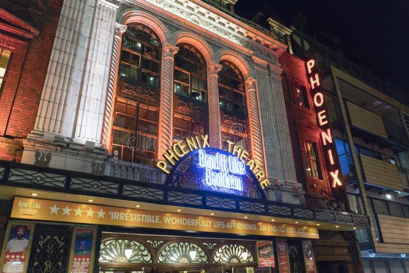 Kromming het als Beckham-musical bij het Theater van Phoenix - Londen Engeland het UK royalty-vrije stock afbeelding