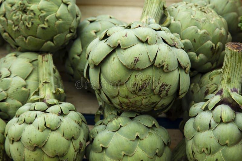 Kron?rtskocka f?r blommaknoppar som typiska gr?nsaker fr?n Sydeuropa arkivfoto