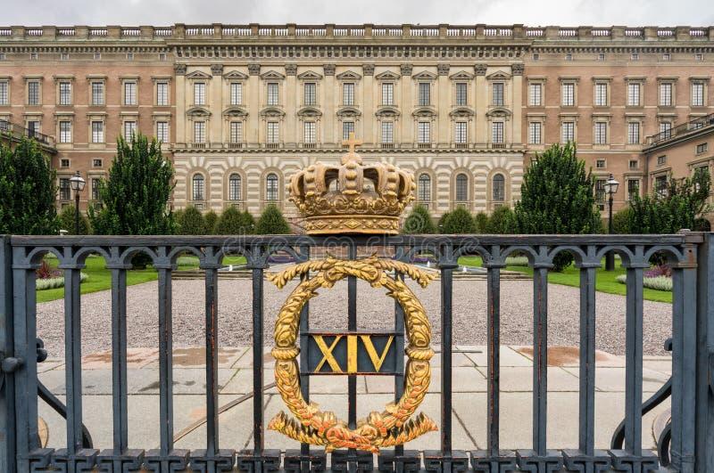 Krona framme av Royal Palace, Stockholm royaltyfri fotografi