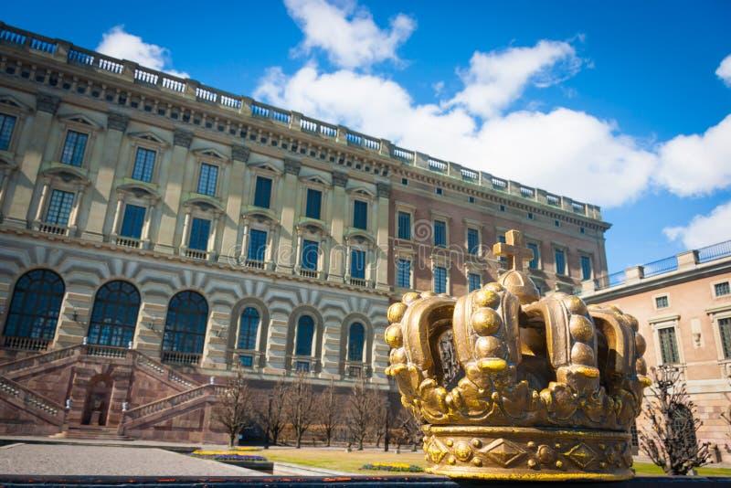 Krona som dekorerar Stockholm Royal Palace arkivbild
