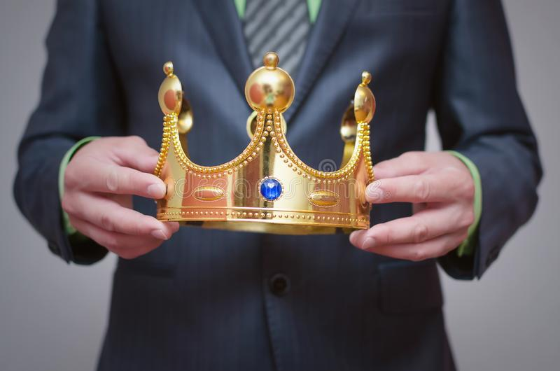 kronaguld pryder med pärlor röda rubies coronation royaltyfri foto
