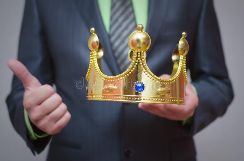 kronaguld pryder med pärlor röda rubies coronation royaltyfri fotografi