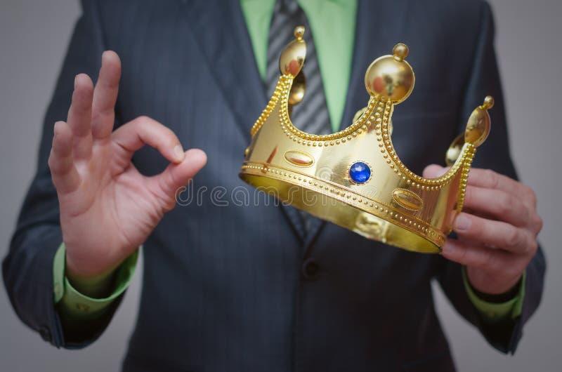kronaguld pryder med pärlor röda rubies coronation royaltyfria foton