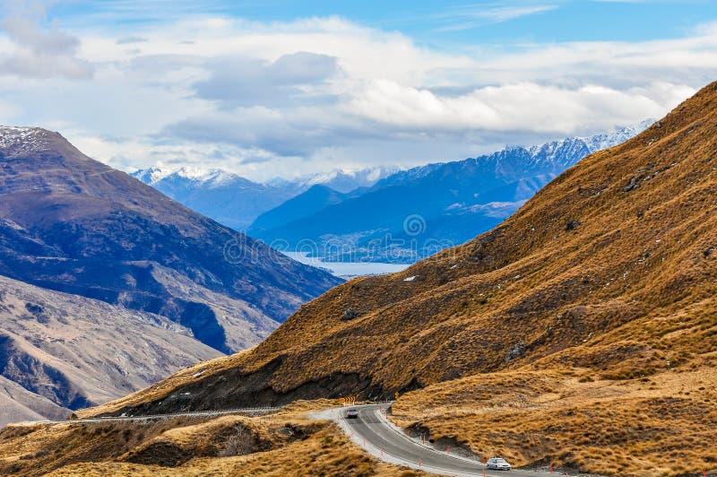 Kronaområdeväg nära Queenstown i sydliga sjöar, Nya Zeeland arkivfoton