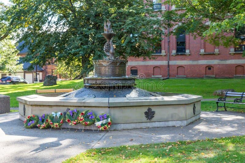 Kronen bij Canadees Oorlogsgedenkteken stock afbeeldingen