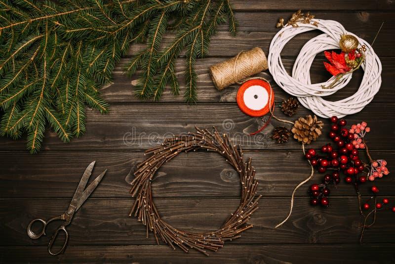 Kronen met Kerstmisdecoratie royalty-vrije stock afbeelding