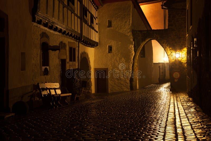Kronenburg bis zum Nacht stockbild