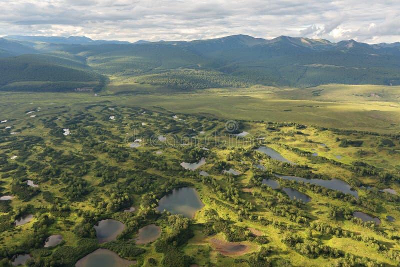 Kronotsky naturreserv på den Kamchatka halvön Sikt från helikoptern arkivfoto