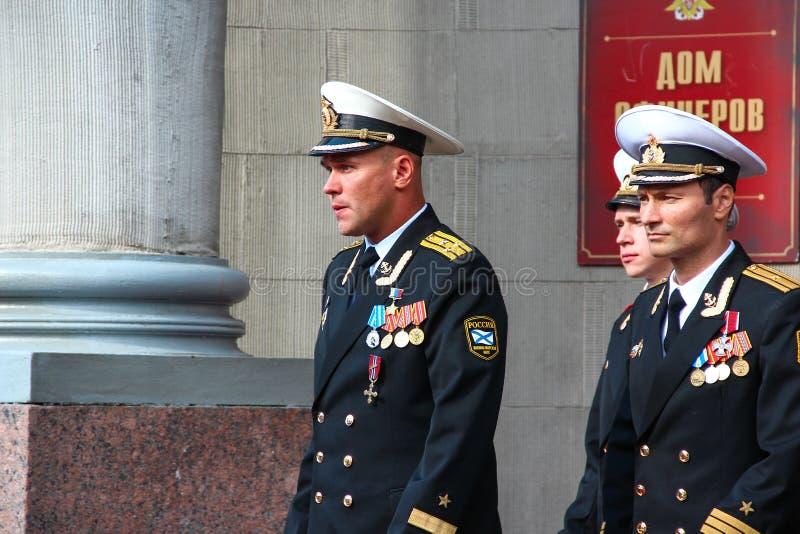 Kronstadt, ΡΩΣΙΑ - 5 Σεπτεμβρίου 2012, δράστες Dmitry Ulyanov, Maksim Averin και Mitya Labush στο σύνολο της τηλεοπτικής σειράς γ στοκ φωτογραφίες