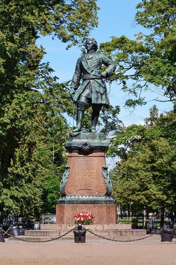 Kronstadt, памятник к Питеру i стоковые фотографии rf
