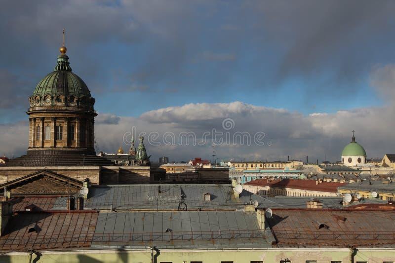 Kronstadt Zeekathedraal en blauwe hemel royalty-vrije stock foto's